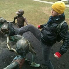 Collection of 45 hilarious photos of people having fun with statues that are both creative and funny. Fun With Statues, Greek Statues, Buddha Statues, Stone Statues, Angel Statues, Funny Statues, Funny Jokes, Hilarious, Memes Humor