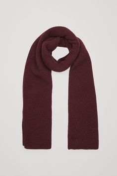 COS image 5 of Ribbed cashmere scarf in Burgundy