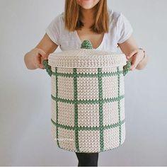By 💜💜💜💜😳görmeyen kaldı mı ? Crochet Bowl, Crochet Basket Pattern, Knit Basket, Basket Weaving, Crochet Home Decor, Crochet Crafts, Crochet Projects, Crochet Motifs, Crochet Patterns