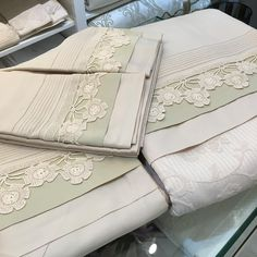 This Pin was discovered by Eli Linen Bedding, Bedding Sets, Linens And Lace, Filet Crochet, Bed Covers, Soft Furnishings, Home Textile, Sewing Hacks, Bed Sheets