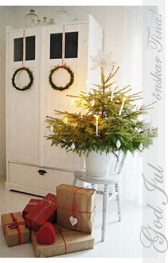 Hanging wreath idea for the doors going into the sun room . so simple & neat! Small Christmas Trees, Swedish Christmas, Cottage Christmas, Christmas Makes, Merry Little Christmas, Scandinavian Christmas, Country Christmas, Christmas Wishes, Simple Christmas