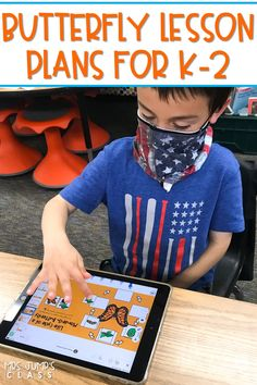 Students have fun learning about the butterfly life cycle and Monarch Butterfly migration, in addition to practicing reading strategies. All daily lessons are preloaded to Seesaw and available as PowerPoints for Google. Great for kindergarten, first, and second grade!