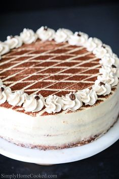 Tiramisu cake is a classic Italian cake that's made with coffee soaked sponge cake and layered between a sweet mascarpone cream. Tiramisu Cheesecake, Tiramisu Recipe, Cheesecake Recipes, Pumpkin Cheesecake, No Cook Desserts, Delicious Desserts, Dessert Recipes, Health Desserts, Italian Cake
