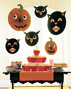 DIY hanging cat, pumpkin, and owl accordion circle faces.  Floating, spinning, spooky visages will draw extra attention to a table of goodies.