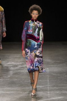 """A Fantasia"": o conto de fadas de Mary Katrantzou - Vogue   Desfiles"