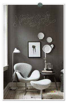 very interesting placement of writing on wall with decor grouped. perfect for small nook in large room, or small room.