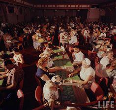 vintage everyday: 30 Amazing Color Photographs Captured Las Vegas' Nightlife in 1955