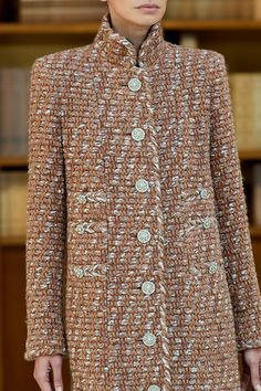 Chanel Fall 2019 Couture Fashion Show - Vogue Couture Coats, Couture Jackets, Haute Couture Dresses, Couture Outfits, Chanel Couture, Couture Fashion, Fashion Show, Fashion Outfits, High Fashion