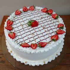 Strawberry tart - pâtisserie et boulangerie - Chocolate Buttercream Cake, Chocolate Filling For Cake, Chocolate Cake From Scratch, Chocolate Desserts, Icing Cake Design, Buttercream Cake Designs, Cake Icing, Cake Filling Recipes, Frosting Recipes