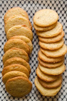 We love this Chewy Lemon Poppy Seed Cookies recipe. The cookies are a great size and make a ton which makes this a perfect recipe for a group! Cookie Desserts, Sweet Desserts, Just Desserts, Delicious Desserts, Dessert Recipes, Homemade Cookies, Yummy Cookies, Lemon Recipes, Sweet Recipes