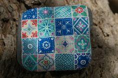 """Piedra pintada """"mosaico"""""""