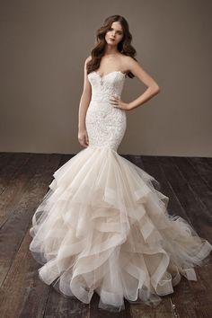 #bridalgown #bridaldress #tullebridalgown #tulledress #straplessdress #straplessgown #bodyconbridalgown #sirenbridalgown #bridalfashion #bridalfall2018trends #bridaltrends #bride #wedding