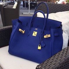 But, of course when being seated for your... -Pour le de janier- your Birkin Bag must have its own seat...its like caring for a child...only more expensive! 🤑😎