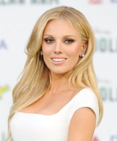 """Actress Bar Paly arrives at the Los Angeles premiere of """"Million Dollar Arm"""" at the El Capitan Theatre on May 2014 in Hollywood, California. Female Movie Stars, Thing 1, Hollywood, Gorgeous Body, Blonde Women, Fantasy Girl, Girls Be Like, Celebs, Celebrities"""
