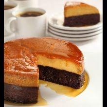 Si eres amante del flan y del pan de elote, este pastel imposible de elote te encantará. Queda suave, esponjoso y con un sabor irresistible.