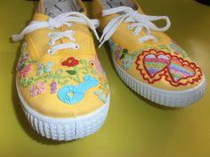 Aceitamos encomendas.   Para quem quiser sapatilhas personalizadas contactar através de email ( mumies.design@gmail.com )