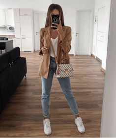 Blazer Look - Blazer Look - Blazer Outfits Casual, Business Casual Outfits, Cute Casual Outfits, Chic Outfits, Blazer Fashion, Casual Dresses, Dress Outfits, Look Casual, Casual Jeans
