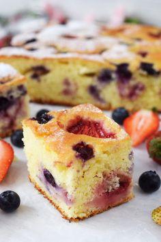 Szybkie ciasto jogurtowe z truskawkami - Po Prostu Pycha
