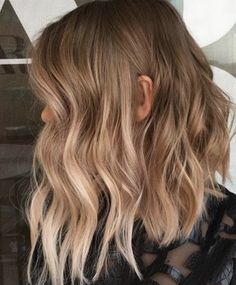 🤗🙌🏼💙 Short hair inspo for your Thursday! What do you think of this tousled style via ✂️ Hair Day, New Hair, Langer Bob, Brown Blonde Hair, Hair Color And Cut, Balayage Hair, Ombre Hair, Gorgeous Hair, Beautiful Life
