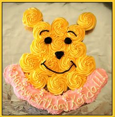 Winnie the Pooh Cupcakes.cute if I could find/make natural food colorings Winnie The Pooh Cake, Winnie The Pooh Birthday, Bear Birthday, Birthday Ideas, Pull Apart Cupcake Cake, Pull Apart Cake, Cute Cupcakes, Wedding Cupcakes, Cupcake Cake Designs