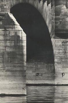 """Pont Neuf, Paris"" von 1949 - Otto Steinert Otto Steinert, Abstract Photography, Street Photography, Old Photos, Vintage Photos, Space Place, Evening Sky, Eiffel, Paris Photos"