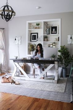 shabby chic home office workspace Cozy Home Office, Guest Room Office, Home Office Space, Home Office Design, Home Office Furniture, Home Office Decor, Small Office Decor, At Home Office Ideas, Shabby Chic Office Decor