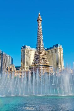 Discover what to do in Las Vegas during the day, with an easy guide for solo female travellers, couples or families with kids! Vegas Getaway, Las Vegas Trip, Las Vegas Nevada, Romantic Destinations, Romantic Travel, Travel Destinations, Beauty Around The World, Around The Worlds, Architect Design House