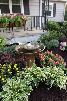 nice 130 Simple, Fresh and Beautiful Front Yard Landscaping Ideas https://wartaku.net/2017/04/14/simple-fresh-beautiful-front-yard-landscaping-ideas/