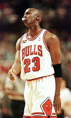 Fotografia de notícias : Michael Jordan of the Chicago Bulls blows a. Jordan Bulls, Michael Jordan Chicago Bulls, Jordan Basketball, Jordan 23, Basketball Players, United Center, Sport Icon, Sport 2, Utah Jazz