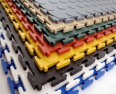 Werkstattboden mit Farbpalette der PVC-Bodenfliesen