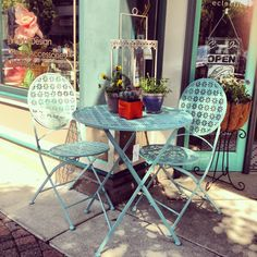 Turquoise bistro set with a vintage flare. I can see myself drinking tea in the morning at this.