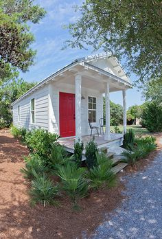 Seaside Institute Cottage: cottages built for Katrina evacuees, then converted for permanent use at Seaside, FL Wonderful RE-Use! Small Cottages, Cabins And Cottages, Beach Cottages, Tiny House Living, Cottage Living, Cottage Homes, Cute Cottage, Cottage Style, Shotgun House