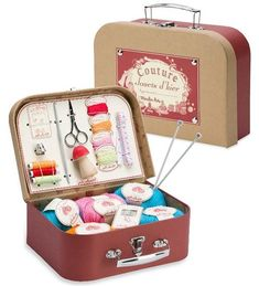 Real Sewing Kit by Moulin Roty - Arte que me encanta - Cooking Kits For Kids, Craft Kits For Kids, Gifts For Kids, Cooking Classes, Fabric Crafts, Sewing Crafts, Diy Crafts, Sewing Kits, Geek Crafts