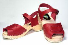 """Sandales suédoises """"PEEP TOE"""" couleur rouge-cerise. En exclusivité sur notre site.  65 Euros, livraison gratuite."""