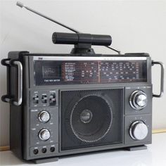 DICK SMITH DSE D-2832 AM/SW1/SW2/FM/TV/AIR SHORTWAVE RADIO RECEIVER  // this is one of several Brand for this radio