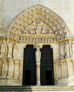 File:Burgos - Catedral 007 - Puerta del Sarmental.jpg