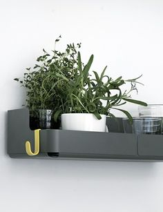 Multifunctionele keukenplank  Via NordicDays.nl | Iittala Aitio Kitchen Shelves