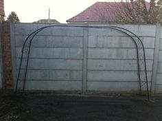 METAL GARDEN ARCH WAY for Climbing plants. 6ft x 10ft FRAME. In used condition.