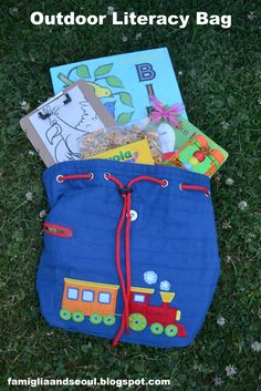 Toddler Approved!: Outdoor Literacy Bag {via Famiglia & Seoul}. Such a great way to embed learning/reading into your outside fun! What theme would your child pick?