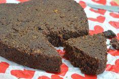 Ciasto jest przyjemnie czekoladowe, wilgotne i prawie nie różni się od tradycyjnego ciasta czekoladowego, mimo że pozbawione jest mąki, nabiału i cukru. Da