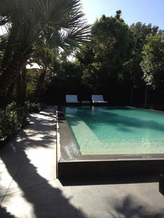 Love the  water seat all the way around the pool Smimming pool - Toorak House