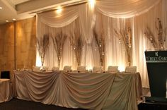 amazing champagne/neutral head table & backdrop - LOVE