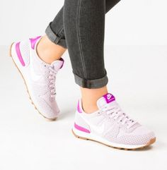 Nike Sportswear INTERNATIONALIST Buty sportowe bleached lilac/summit white/medium brown/hyper violet