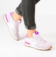 Nike Sportswear INTERNATIONALIST Buty sportowe bleached lilac/summit white/medium brown/hyper violet