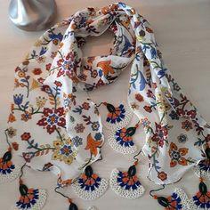 Crochet Flower Scarf, Floral Scarf, Crochet Flowers, Crochet Decoration, Beaded Crafts, Scarf Shirt, Summer Scarves, Crochet Accessories, Crochet Doilies