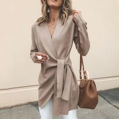 Solid Color V-Neck Casual Outerwear Sweater : Trajes de Moda Fashion Blogger Style, Fashion Mode, Fashion Bloggers, Fashion Stores, Rome Fashion, Fashion Websites, Office Fashion, Fashion Online, Mode Outfits