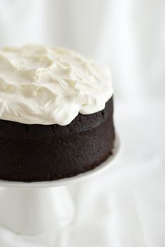 Guinness cake al cioccolato, Ricetta Guinness cake, Ricetta torta al cioccolato con birra Guinness, Chocolate Guinness cake, How to make Chocolate Guinness cake, Chocolate Guinness cake recipe || #cioccolato #chocolate #cake #torta #birra #beer #ricettafacile #ricettaveloce #foodphotography #foodstyling #opsdblog Sweet Recipes, Cake Recipes, Dessert Recipes, Köstliche Desserts, Delicious Desserts, Party In Berlin, Chocolate Guinness Cake, Chocolate Cakes, Gourmet