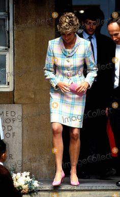 Princess Diana at the Great Ormond Tsreet Children's Hospital Photo:dave Chancellor-alpha-Globe Photos Inc 1993