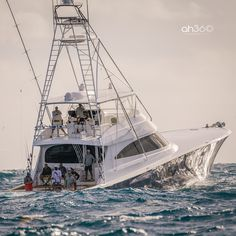 Viking Yacht Owned By Michael Jordan - - Sport Fishing Boats, Kayak Fishing, Fishing Knots, Ice Fishing, Yacht Design, Boat Design, Viking Yachts, Luxury Yachts, Luxury Boats