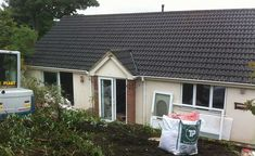 remodelling before image of a Dorset chalet bungalow in a Conservation Area Modern Bungalow Exterior, Bungalow Extensions, Bungalow Renovation, Exterior Remodel, Coastal Homes, Bungalows, Conservation, Building A House, House Design
